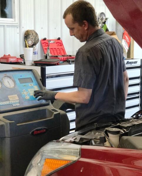 Auto-AC-Refrigerant-Recharge-diagnose-and-repair